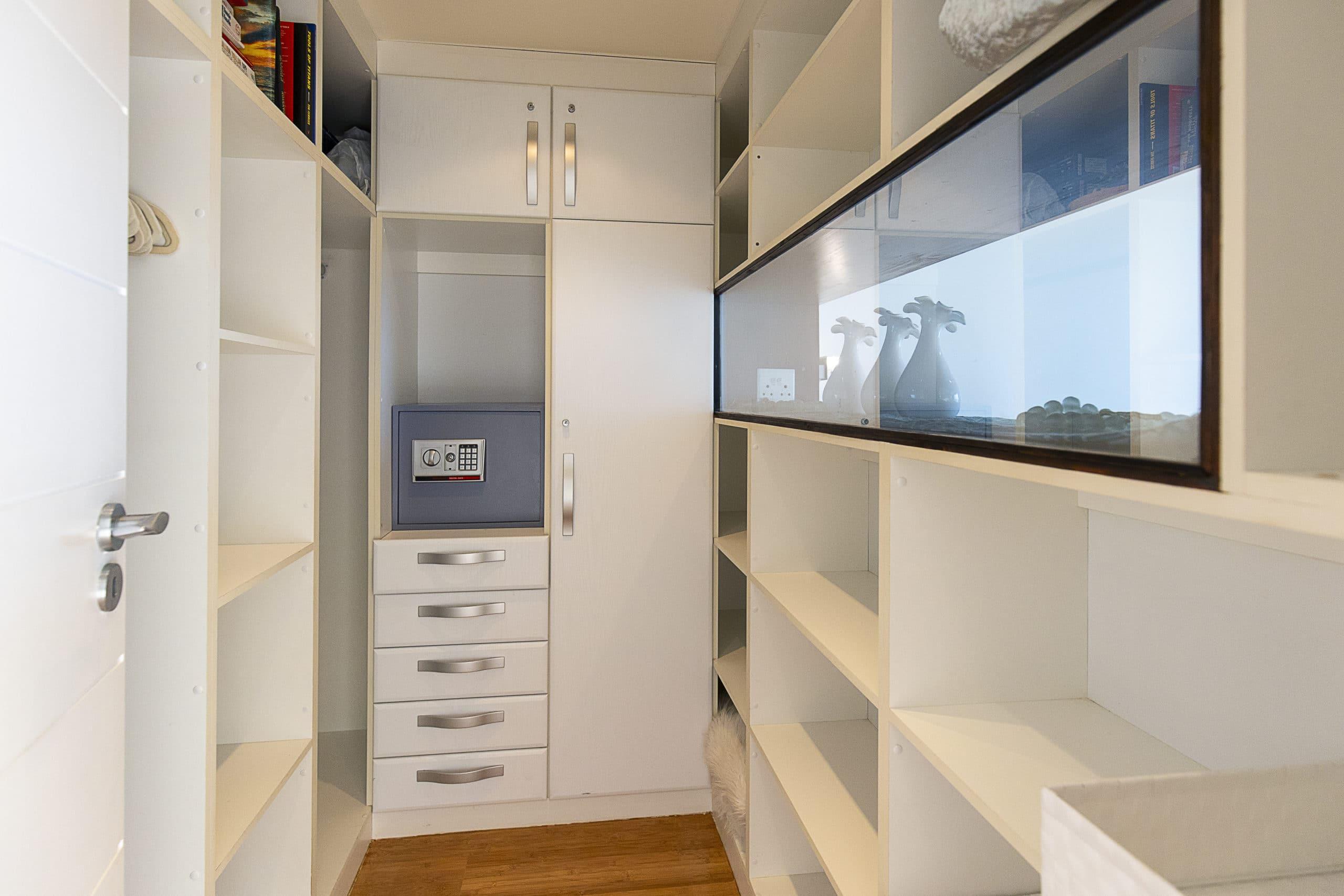 Clifton Sea view Penthouse closet